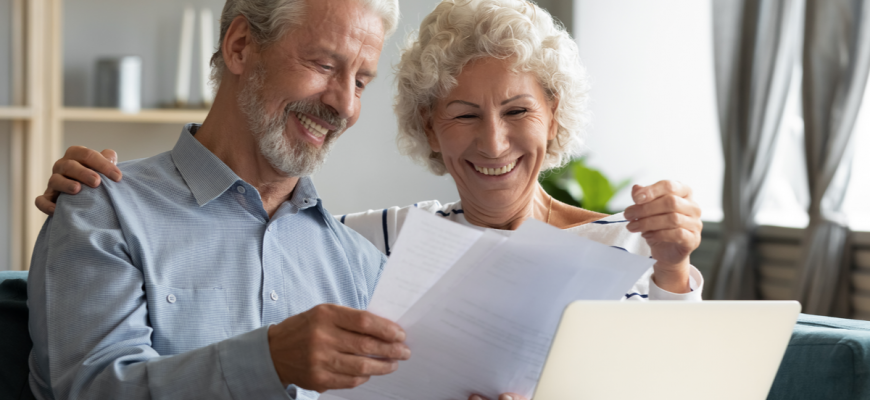 senior couple, deciding when to move to assisted living